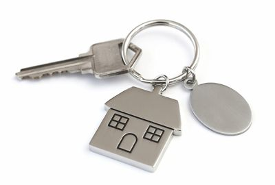 Locked out of house? Call emergency locksmiths!
