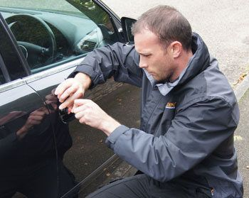 Emergency locksmith helping a locked out of car customer