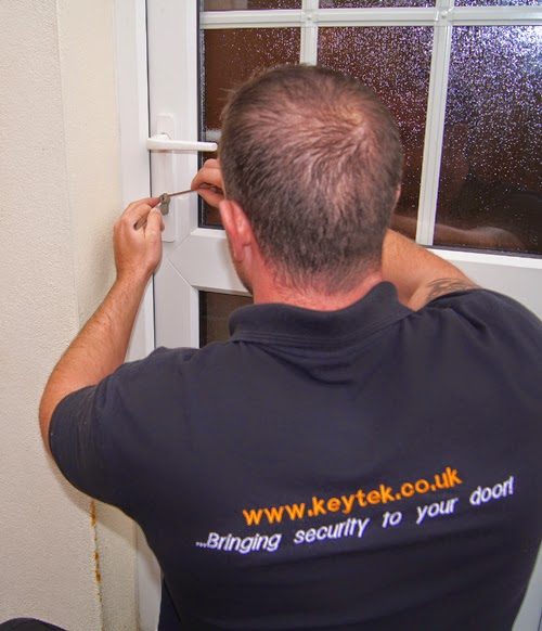Keytek-locksmith-working-on-a-uPVC-door